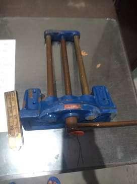 Tools of woodcraft. दिखाई गई आइटम केवल डिस्प्ले के लिए हैं बेचे जाने