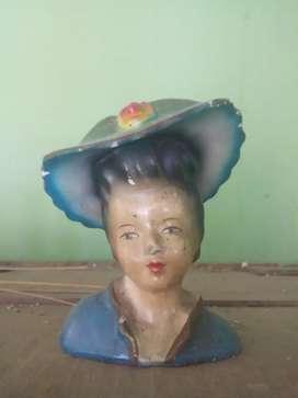 patung noni belanda Antik era kolonial