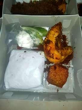 Paket nasi AYAM GORENG