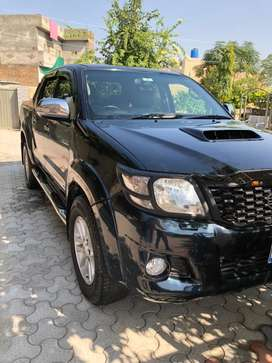 Toyota hilux invinsible london full optional for sale