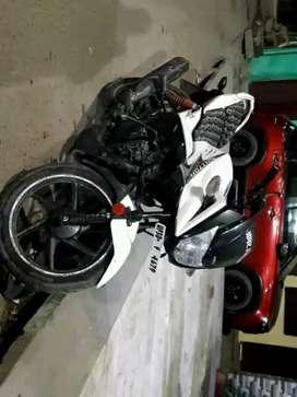 Bike for sell, good condition. White color self start, looks sport bik