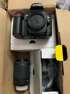 बिल्कुल नया कैमरा है डिब्बा पेक रखा है tripod bi h