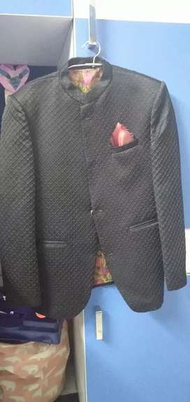 It is a very smart coat  with an alluring look