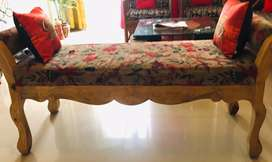 Solid wood traditonal style bench with hand rest