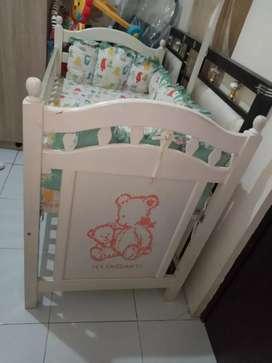 Box bayi kayu/ Ranjang bayi/ tempat tidur bayi