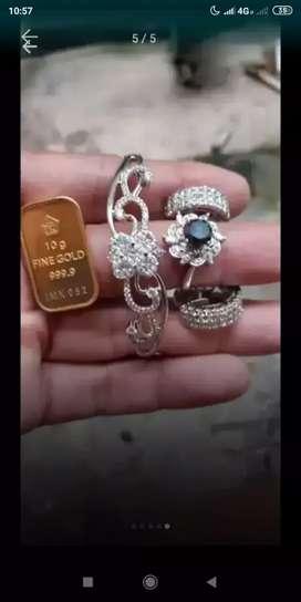 Menerima jual beli emas