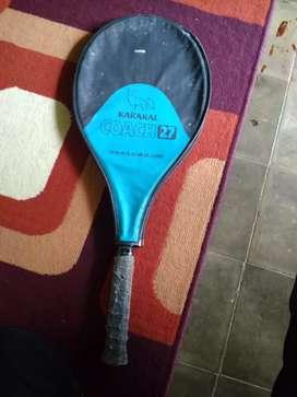 Raket tenis merk Karakal