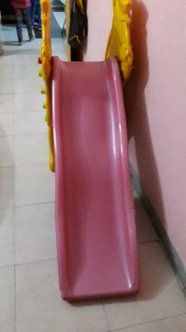 a beautiful & solid plastic slide 0