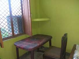 Single Room with Fan.bed and table