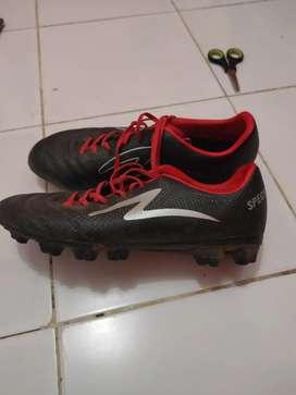 Sepatu bola SPECS hitam
