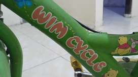 Sepeda anak merk Wimcycle buat belajar gowes siap pakai