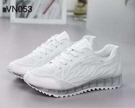 Sneakers import wanita