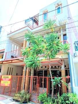 Rumah 3 lantai bagus dan terawat harga murah di Sawojajar kota Malang