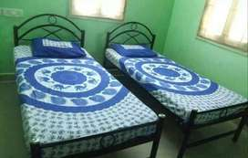 pg room available for bachelors girls in kapil nagar main location