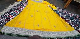 Formal embroidery dress yellow
