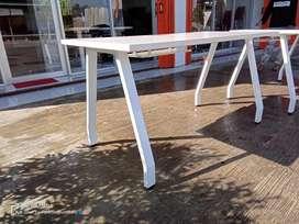 Meja direksi kerja kaki besi