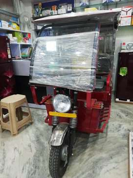 Brand new e rickshaw with one year battery replacement warrenty