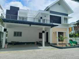 3 bhk 2300 sqft new build posh gated Villa at kakkanad kangarapady