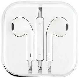 Apple 3.5mm earphones BRAND NEW (Untouched/Seal packed)