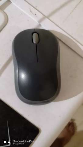 Logitech B175 wireless mouse with duracell battery for sell