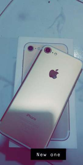 Iphone 7 gold 32 scratchless condition..next to new