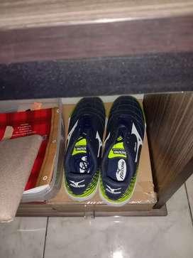Sepatu futsal bekas rasa baru