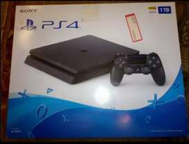I AM SELLING MY PS4 SLIM