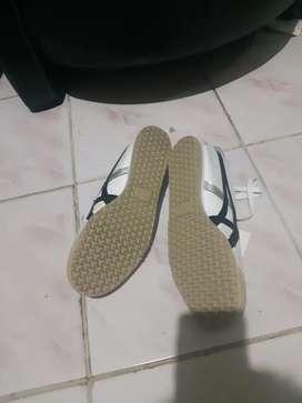 Jual sepatu onisuka tiger original kondisi belum sama sekali di pakai