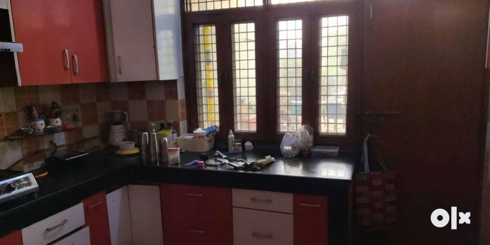 2000 sqft , 4 bhk, flat for sale in vasundhara sec-10 its a pose area