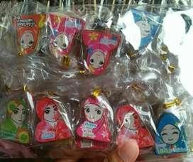Souvenir Bross Pin Kayu karakter Jilbab murah 100 pcs_Rizky Souvenir
