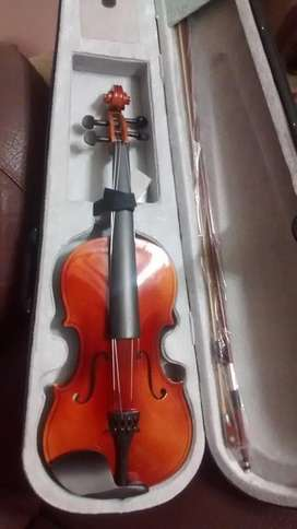 Violin full size 4/4 imported with hardcase and accessories brand new