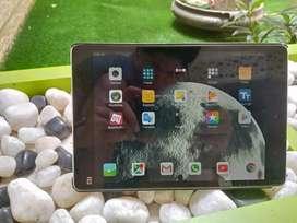 Mi pad; 128 gb sd good condition tablet