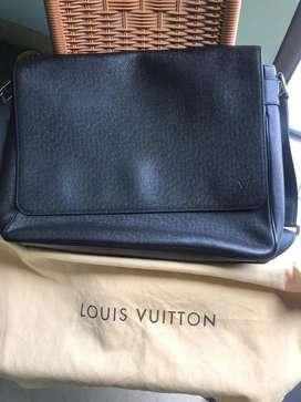 Louis Vuitton Ardoise Taiga Roman MM