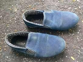 Di jual sepatu merek dr khevin no 40 untuk kerja dan sekolah kuliah