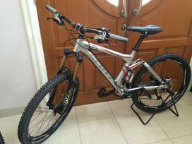 Scott Genius Twin-Loc with Groupset Full XT and Talas 32 Like New