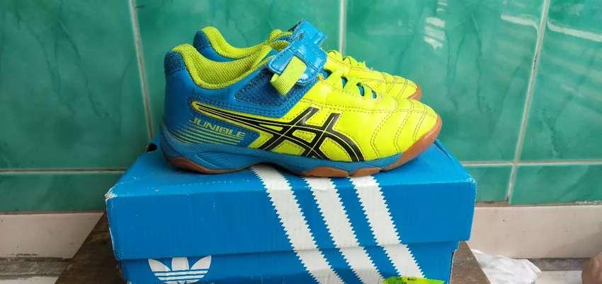 Sepatu Futsal Anak Asics Juniole 0
