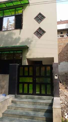 72 sq yard house 2.5 floors for sale in sector 10