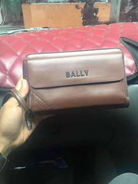 Clutch atau Handbag Bally keren