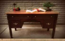 Study table/TV console