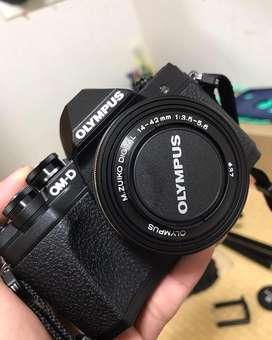 Olympus OMD EM10 Mark III Black+Double lensa kit+2 batrai+Memori 64 gb