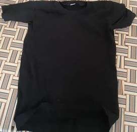 Simpl Black .tshirt. haf wau size. L