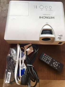 Hitachi HDMI projector