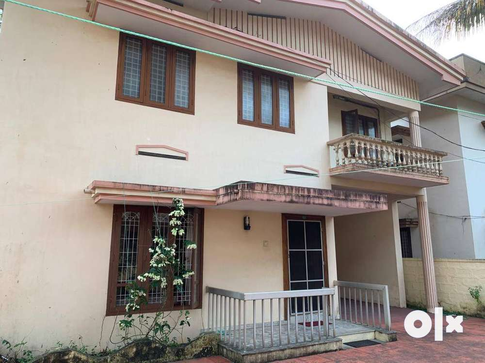 4 bed 2 bath house in cochin within gated development