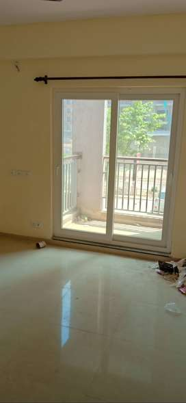 3bhk semi furnished flat in noida extension