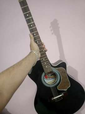 Givson guitar in new condition
