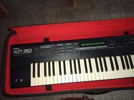 ROLAND XP30 Keyboard.