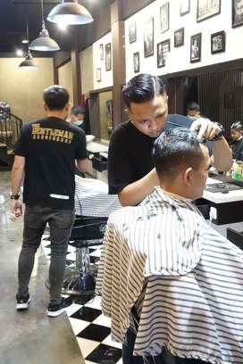 Dicari Kapster/Barberman untuk barbershop di Jl. Borobudur, Malang
