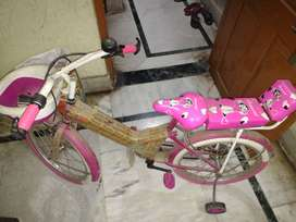 Bicycle suitable for 6 to 8 years under sale