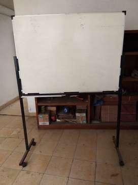 whiteboard kondisi msh lumayan, P: 1,3 m, T: 1,8 m