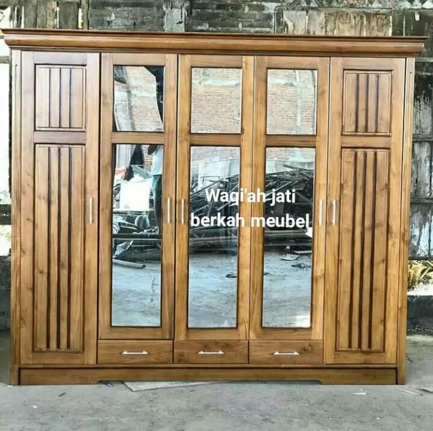 Lemari pakaian minimalis mewah, pintu 5, bahan kayu jati tua asli